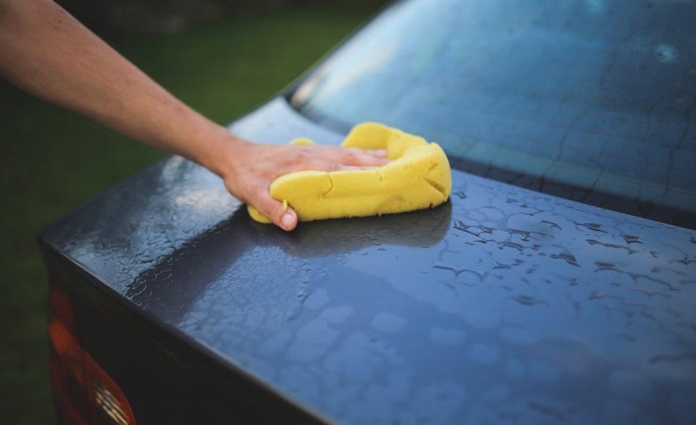 come lavare la propria auto